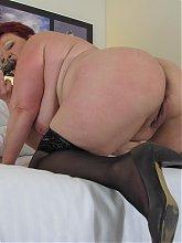 Big booty mature mama fucking a dildo