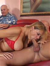 Sexy housewife Nicole Moore gives her stud a yummy blowjob and receives a cunnilingus as a reward